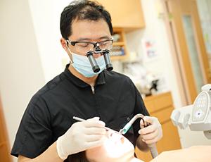 神戸市東灘区甲南山手にある歯科・歯医者の福山デンタルクリニックの笑気ガス治療風景写真