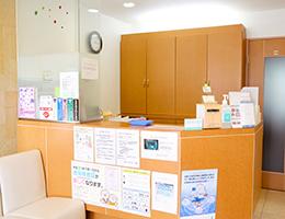 神戸市東灘区甲南山手にある歯科・歯医者の福山デンタルクリニック当院の受付の写真