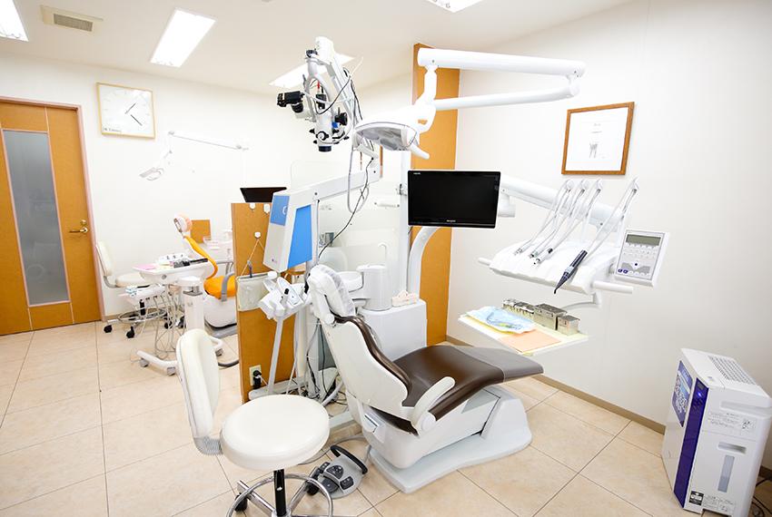 神戸市東灘区甲南山手にある歯科・歯医者の福山デンタルクリニックのマイクロスコープ・診療台の写真